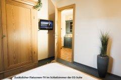 AngerResidenz_Hotel_Zwiesel_Bayerischer-Wald_EG-Suite-TV-Schlafzimmer.jpg